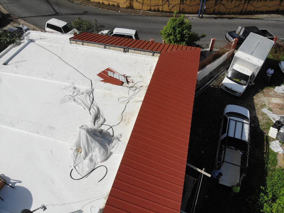 metal-roof-corner-view